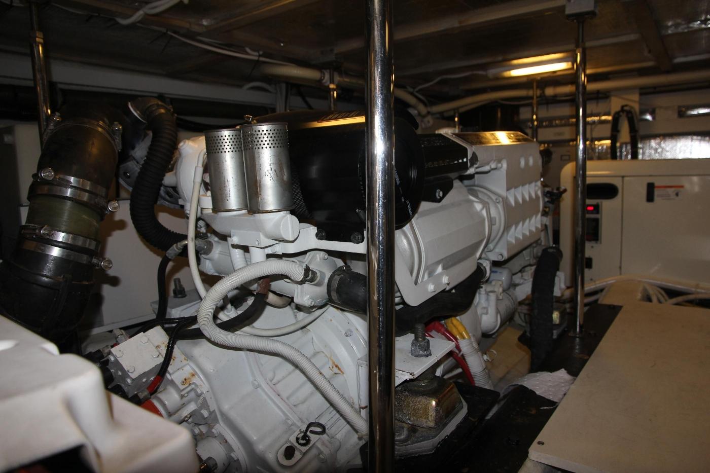 2005 Carver 560 Voyager Pilothouse, Port Engine
