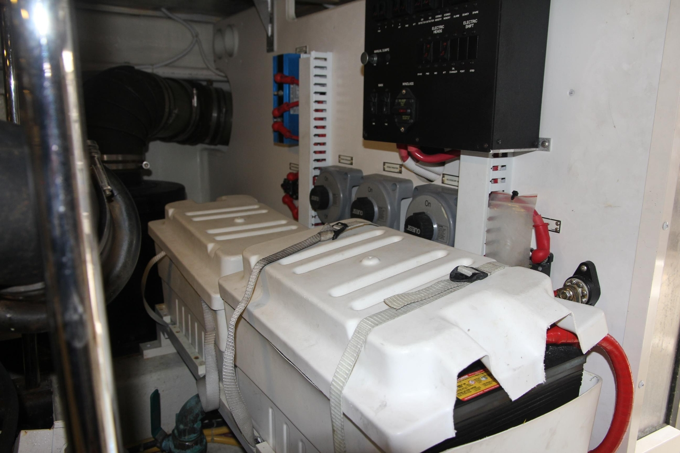 2005 Carver 560 Voyager Pilothouse, battery Bank