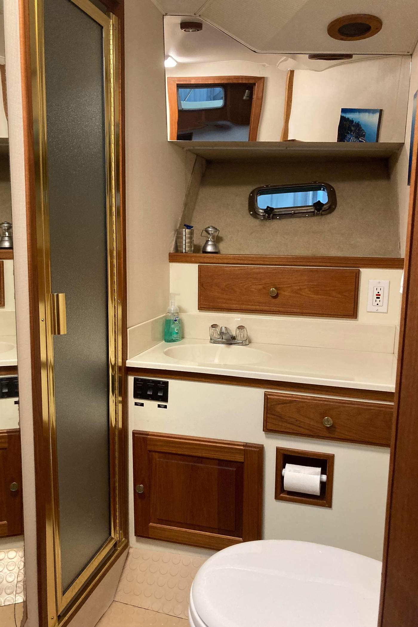 1993 Tollycraft CPMY, Guest Head and Shower