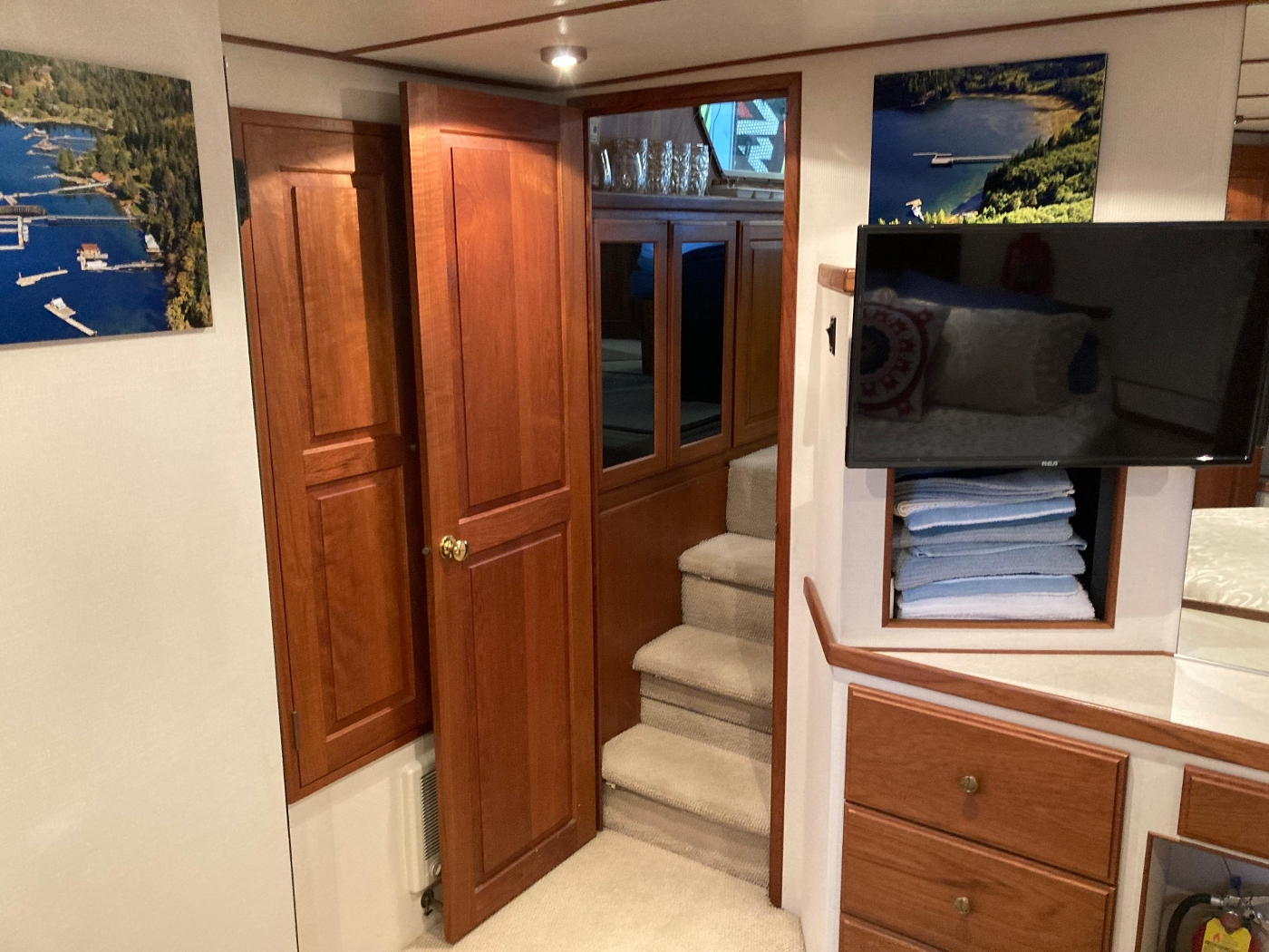 1993 Tollycraft CPMY, Stairs out of Master