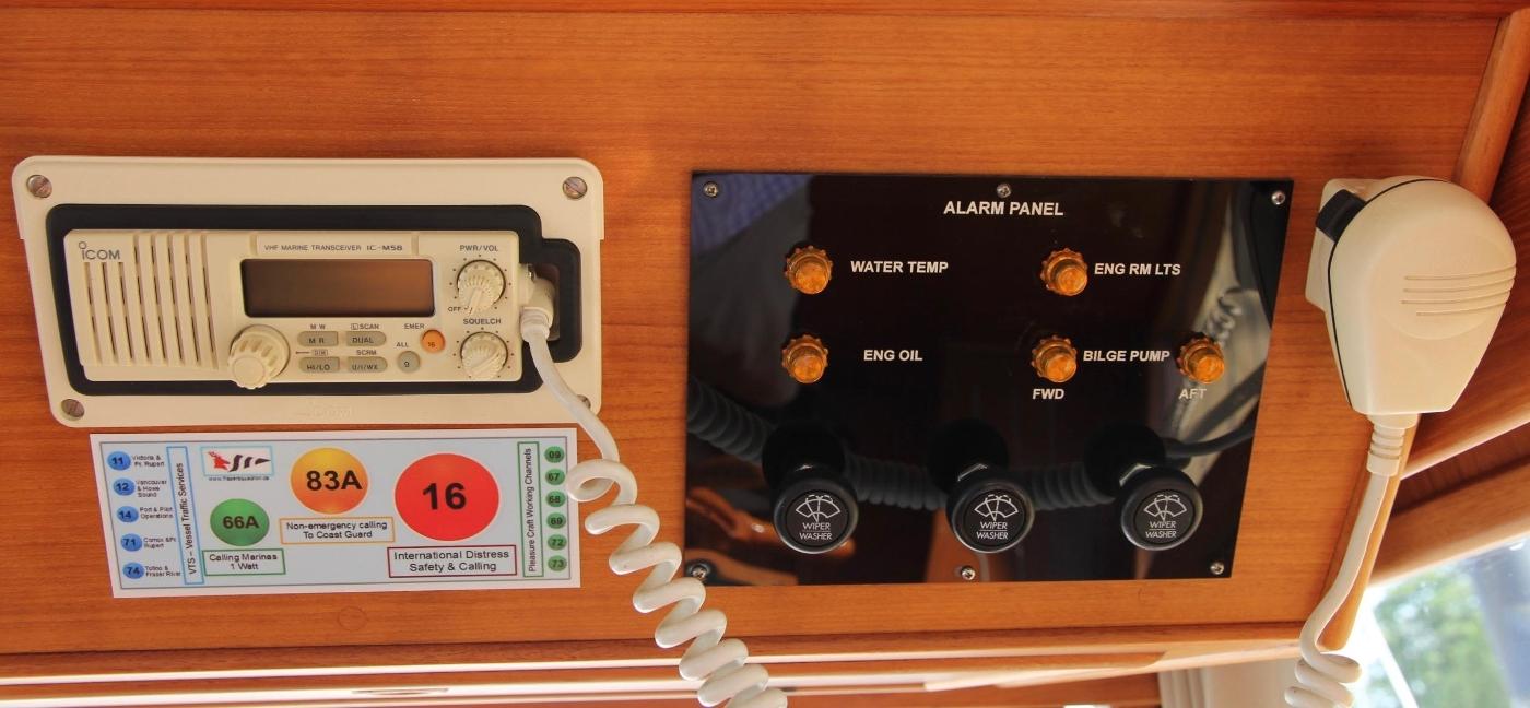 1995 Grand Banks 36 Classic, VHF Radio