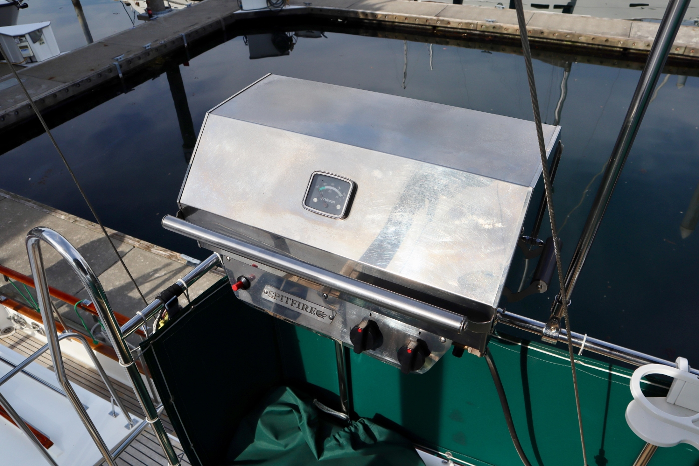 1995 Grand Banks 36 Classic, Barbeque
