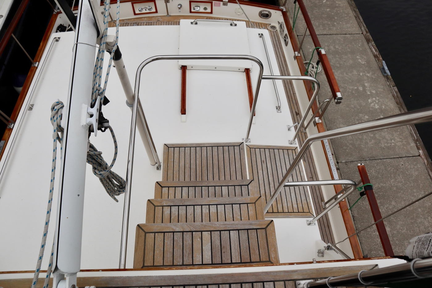 1995 Grand Banks 36 Classic, Aft Deck Stairs