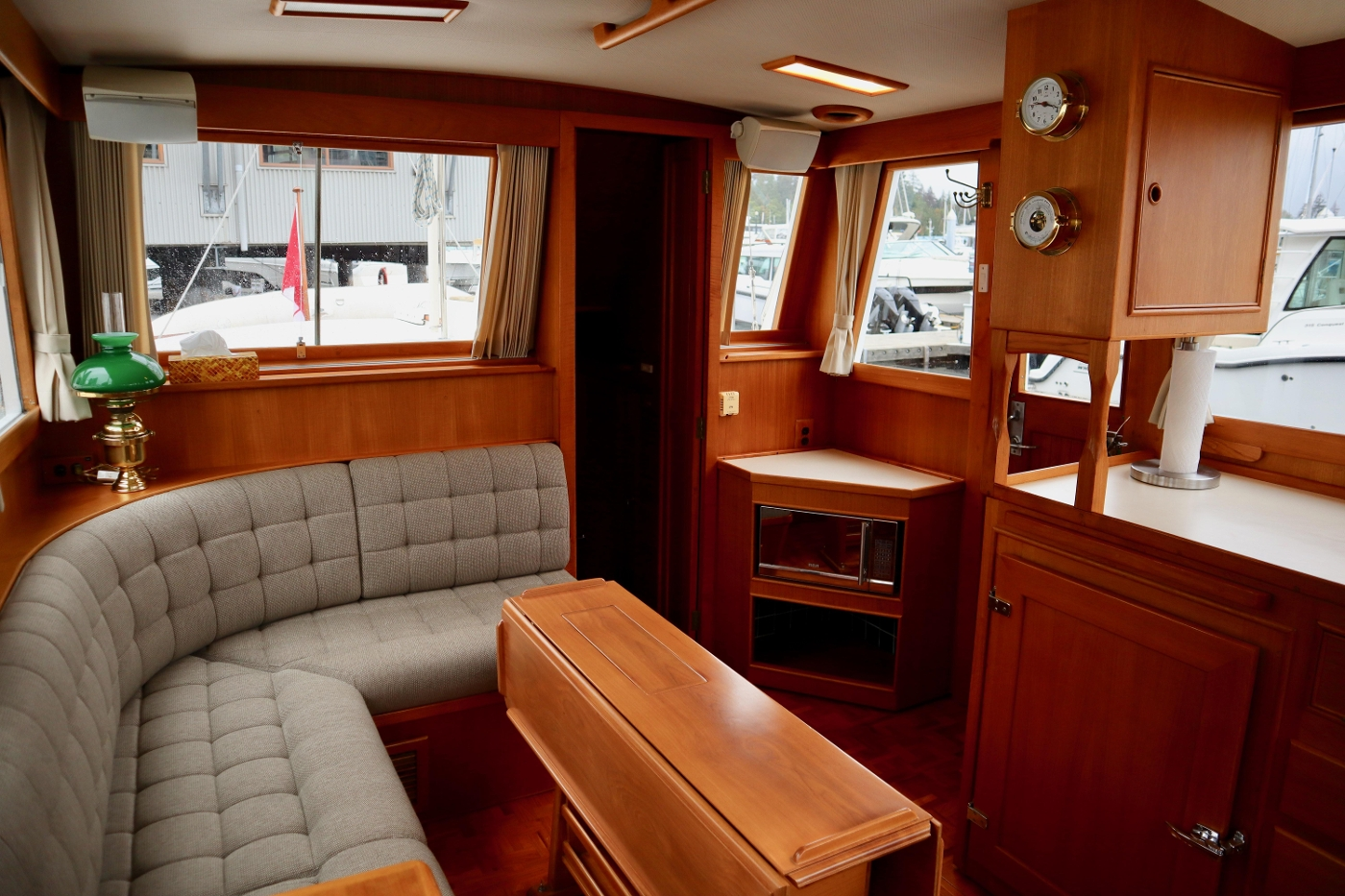 1995 Grand Banks 36 Classic, Salon Looking Aft