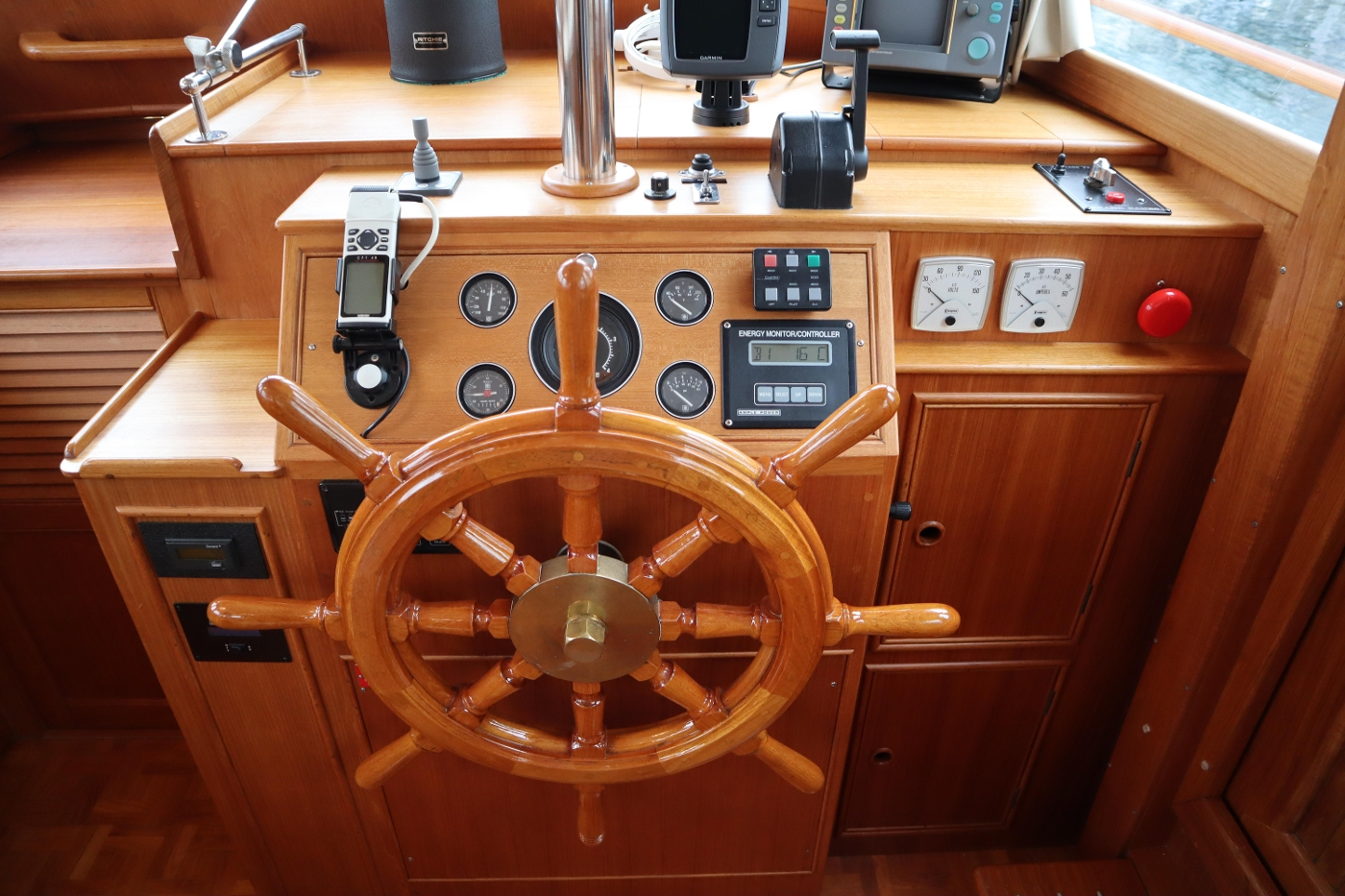 1995 Grand Banks 36 Classic, Lower Helm Station