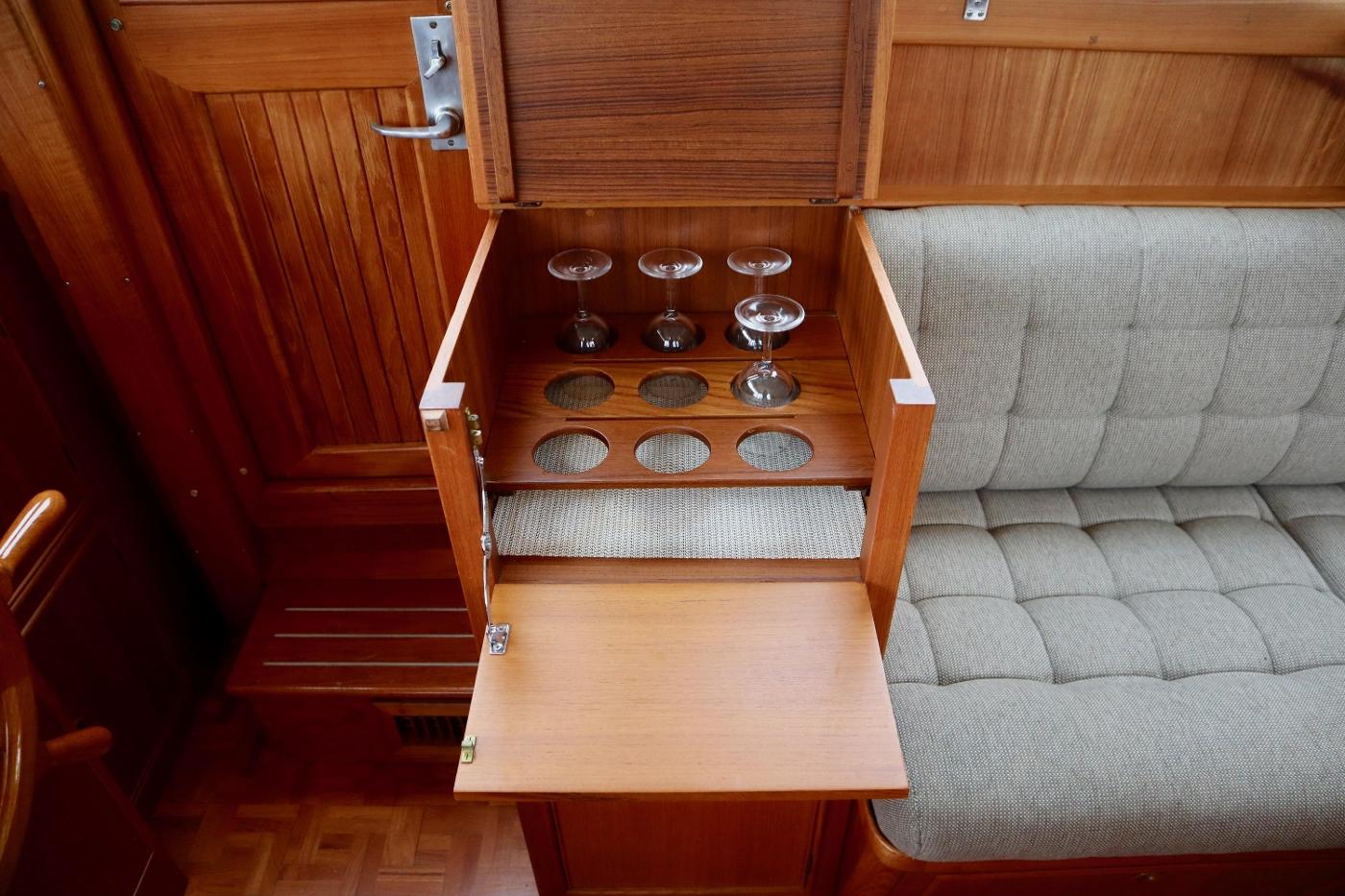 1995 Grand Banks 36 Classic, Bar Cabinet
