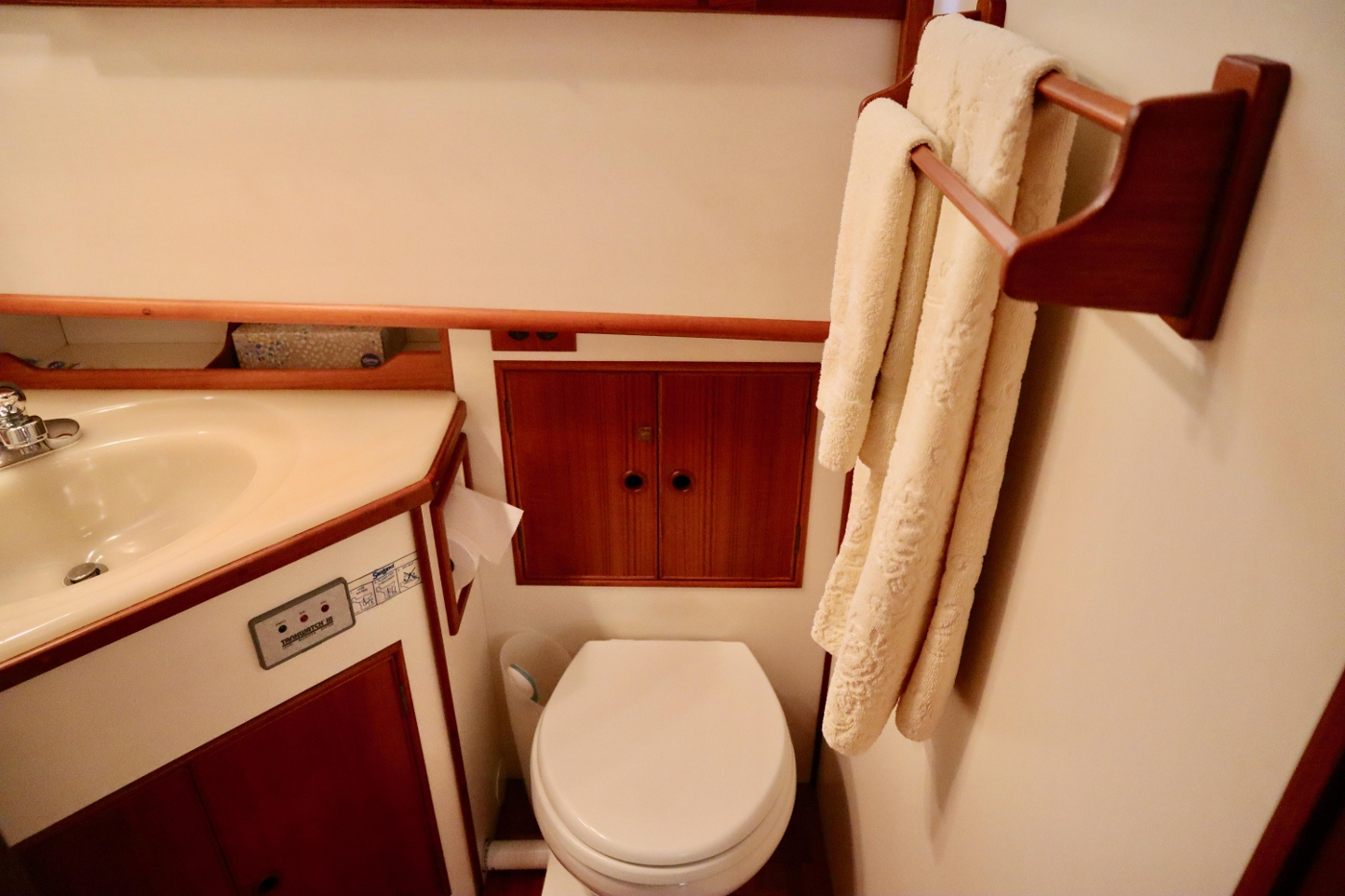 1995 Grand Banks 36 Classic, Aft Head with Seperate Shower