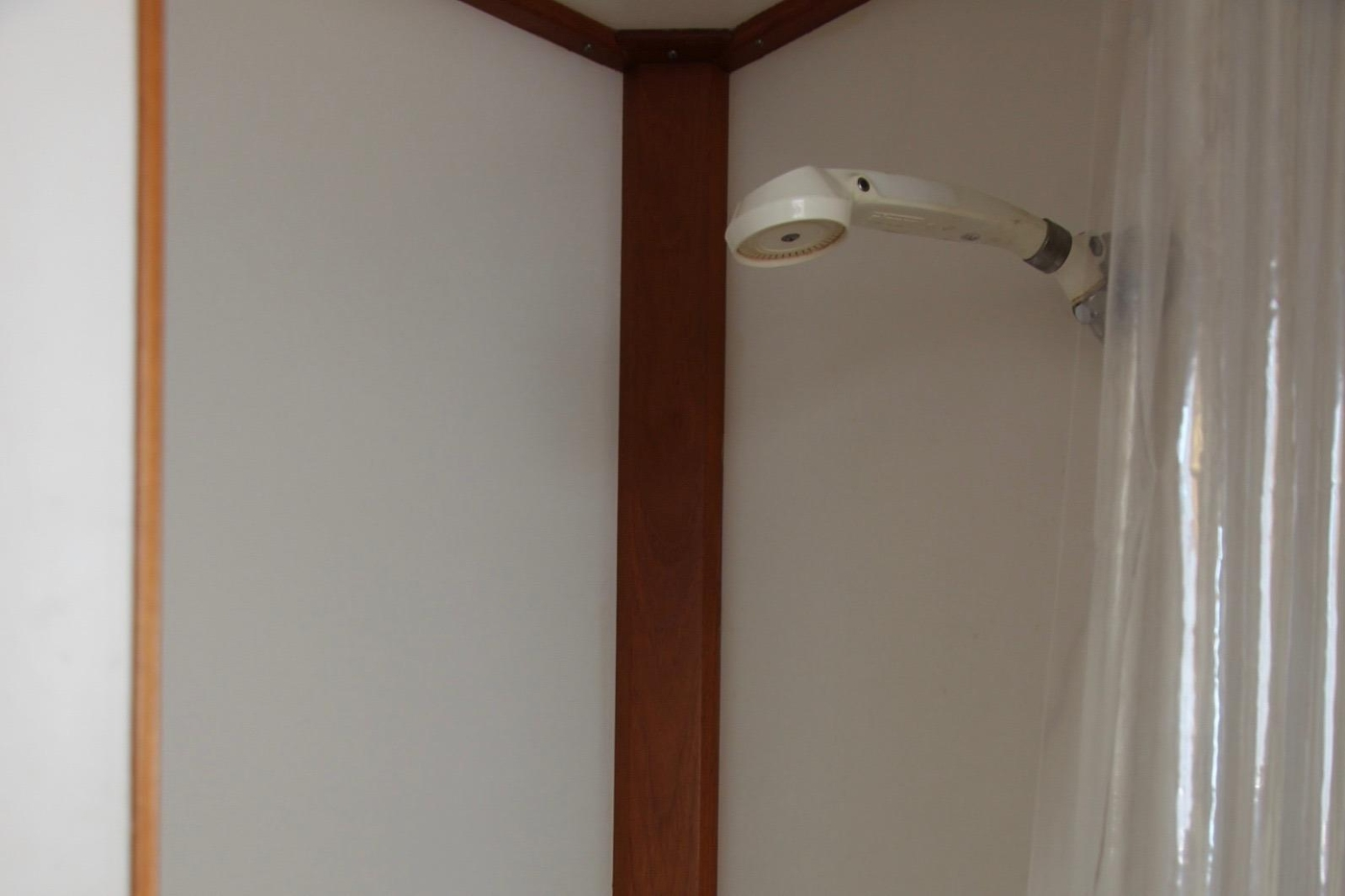 1995 Grand Banks 36 Classic, Seperate Shower