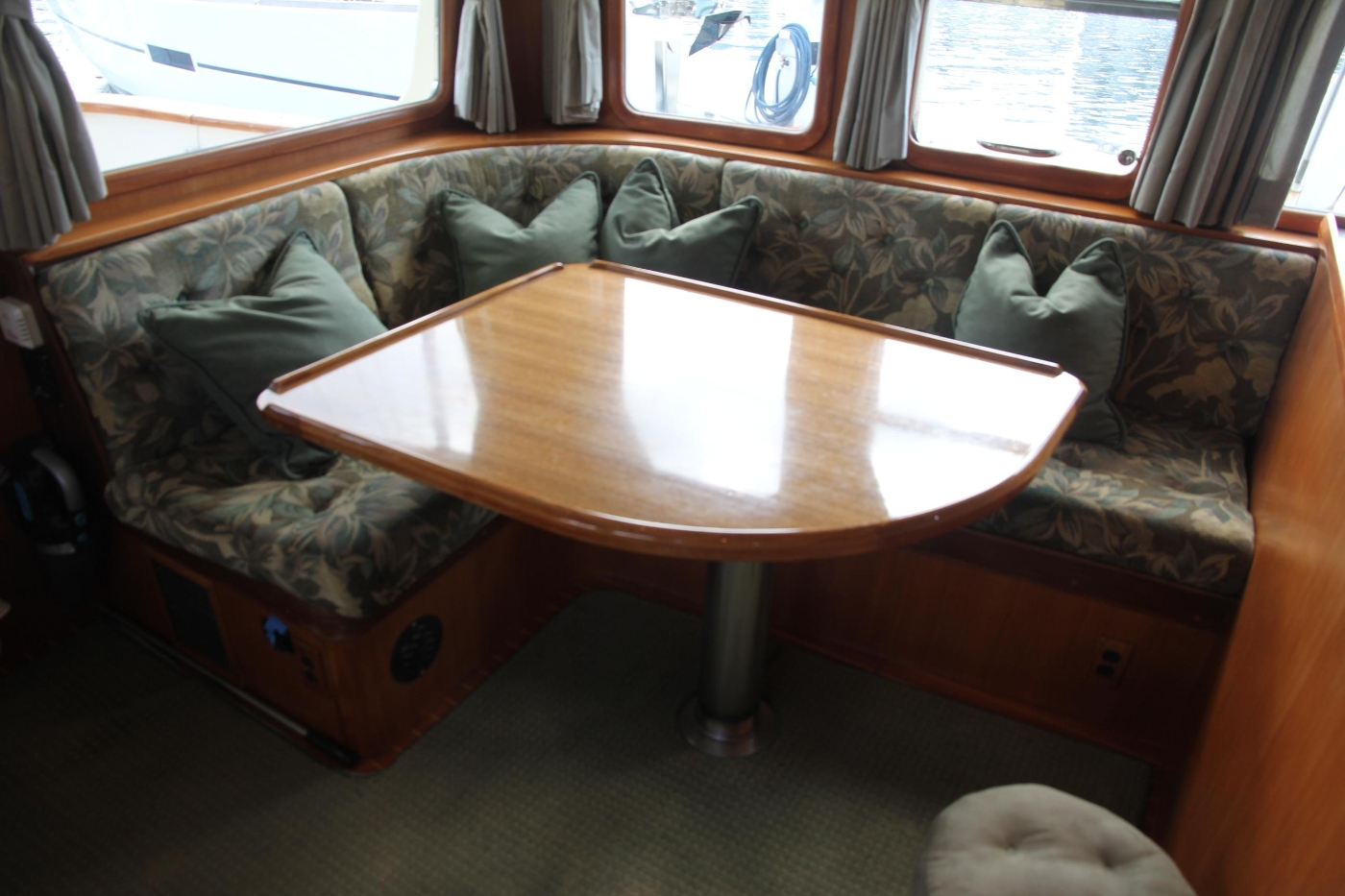 2000 Nordhavn Pilothouse, L-Shaped Settee and Table