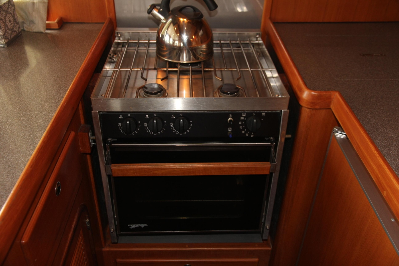 2000 Nordhavn Pilothouse, Propane Stove and Oven