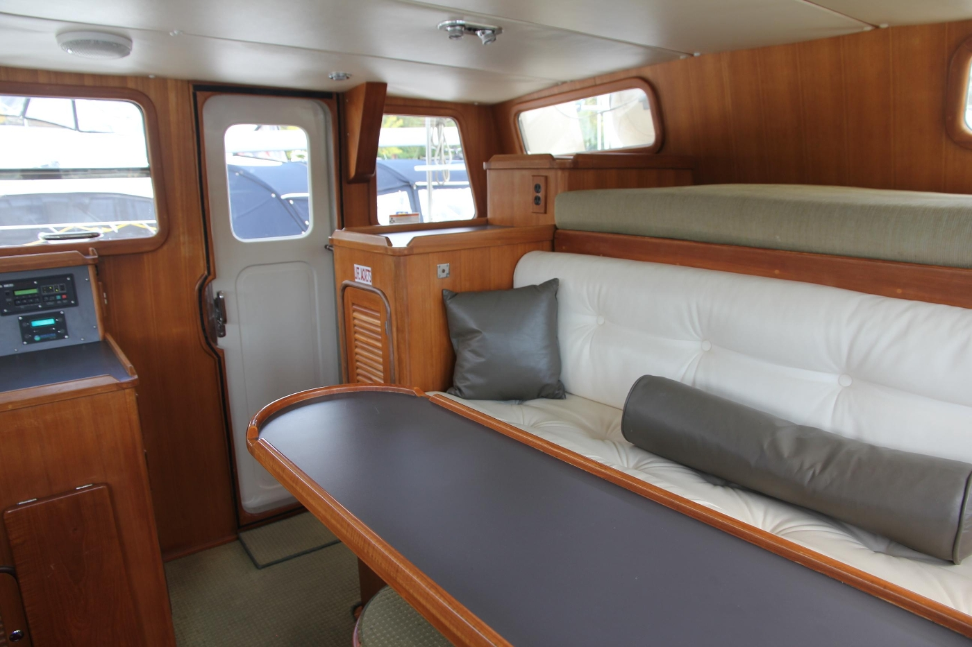 2000 Nordhavn Pilothouse, Pilothouse Settee and Table