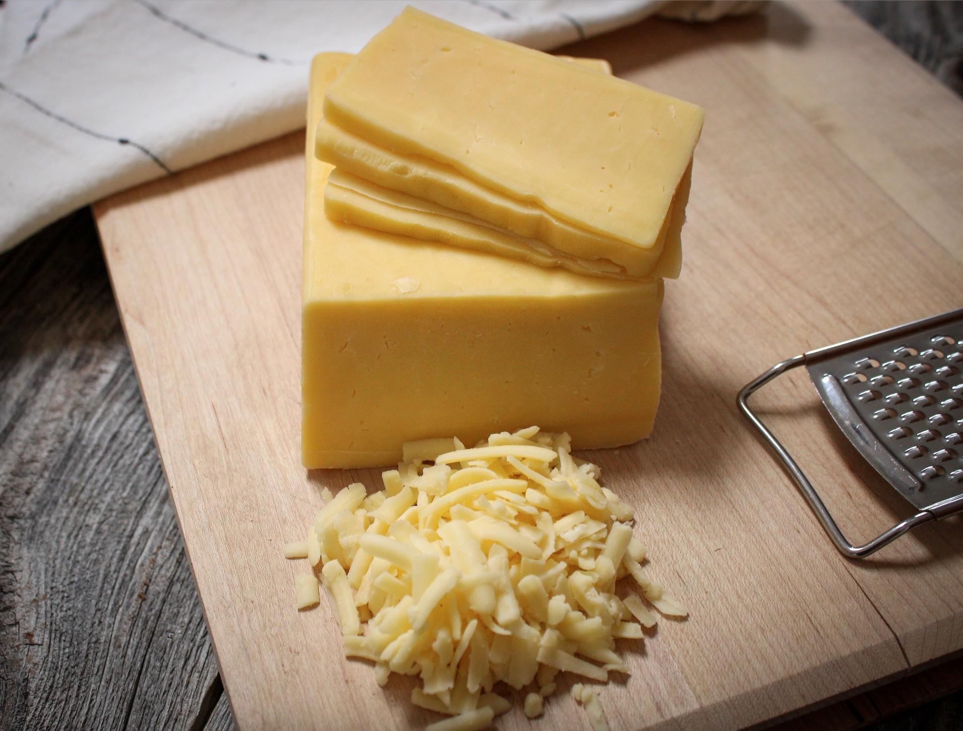 1/2 lb - Raw Fresh Cheddar Cheese
