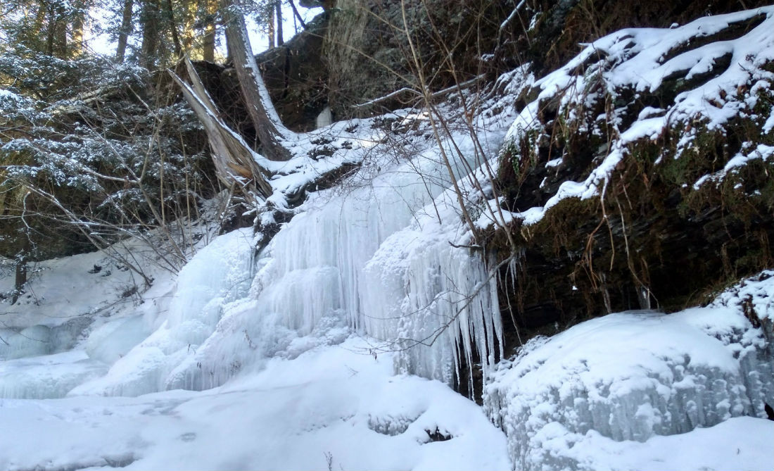 Icicles-at-Waterfall.jpg