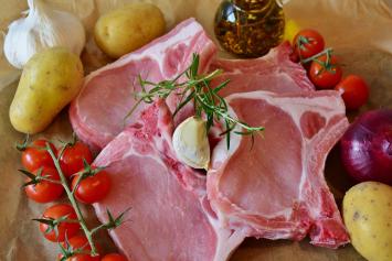 Pork Chops, Bone In (1 per pack)
