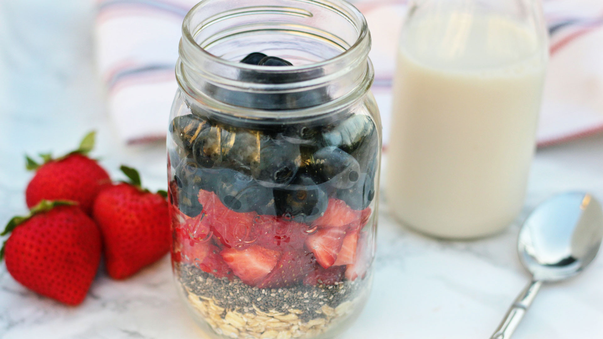 Overnight Oats Strawberry and Blueberry