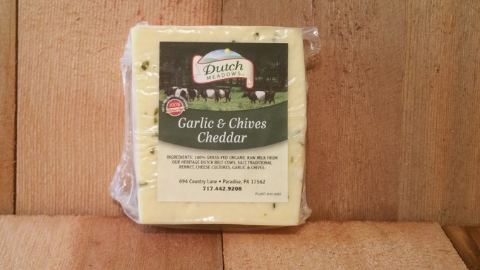 8 oz. Garlic-n-Chives Cheddar Cheese
