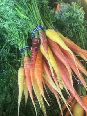 Carrots, Colored, Bunch FM