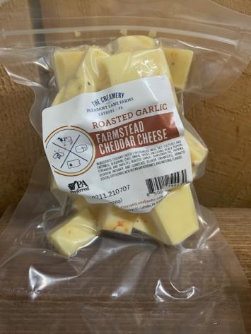 Roasted Garlic Farmstead Cheddar Cheese Cubes
