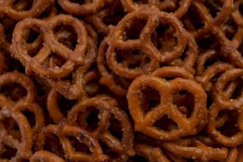 Cheesy Cheddar Pretzels (Small)