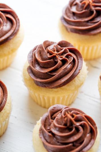 Vanilla Cupcakes with Chocolate Icing (Half Dozen)