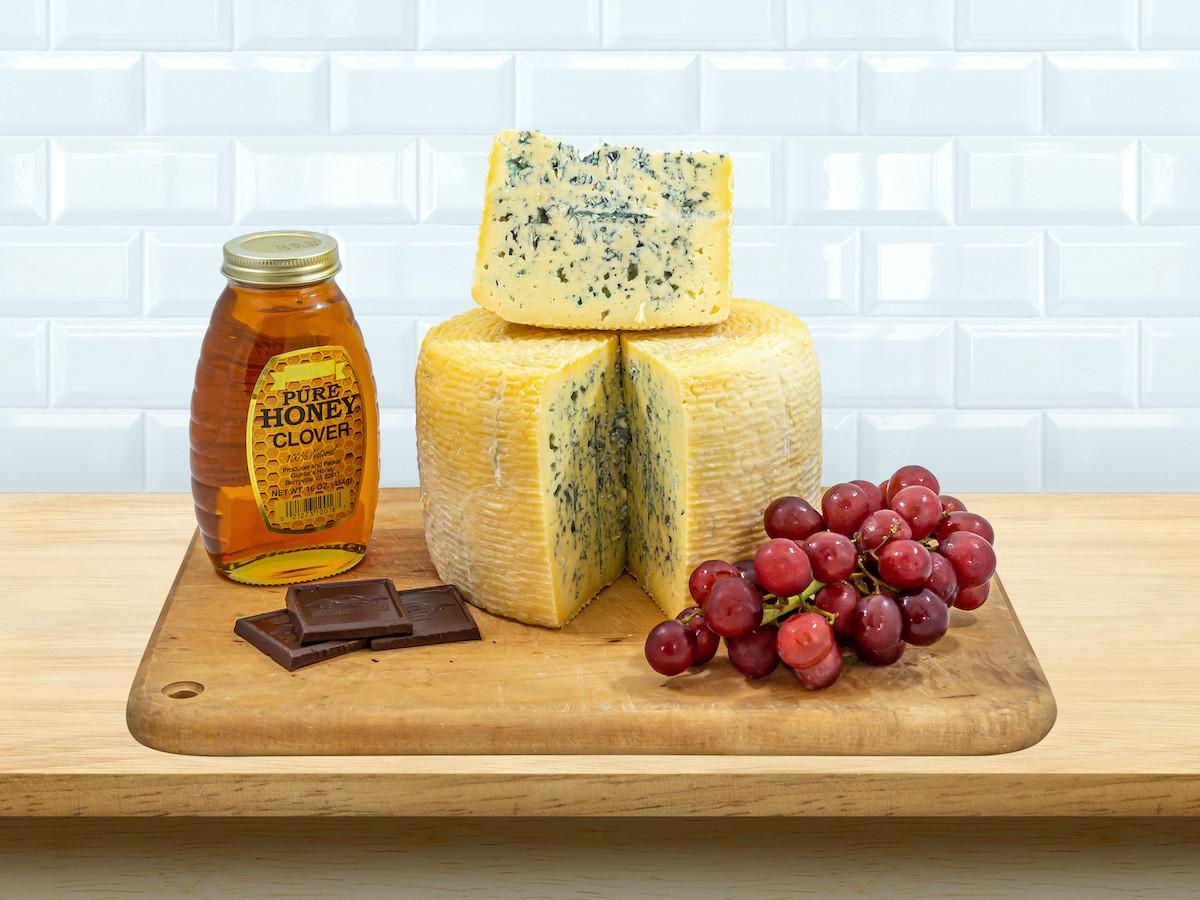 8oz Raw Goat Mist O' Blue Cheese