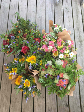 Robin Hollow: Mixed bouquets