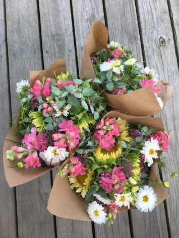 Robin Hollow: Large Mixed Bouquet