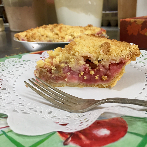 Baked Strawberry Rhubarb Crumb Pie - Large