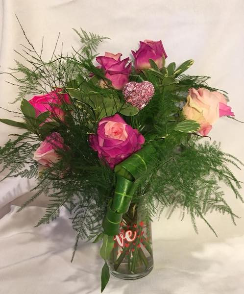 12 Rose Arrangement in Vase *SPECIAL*