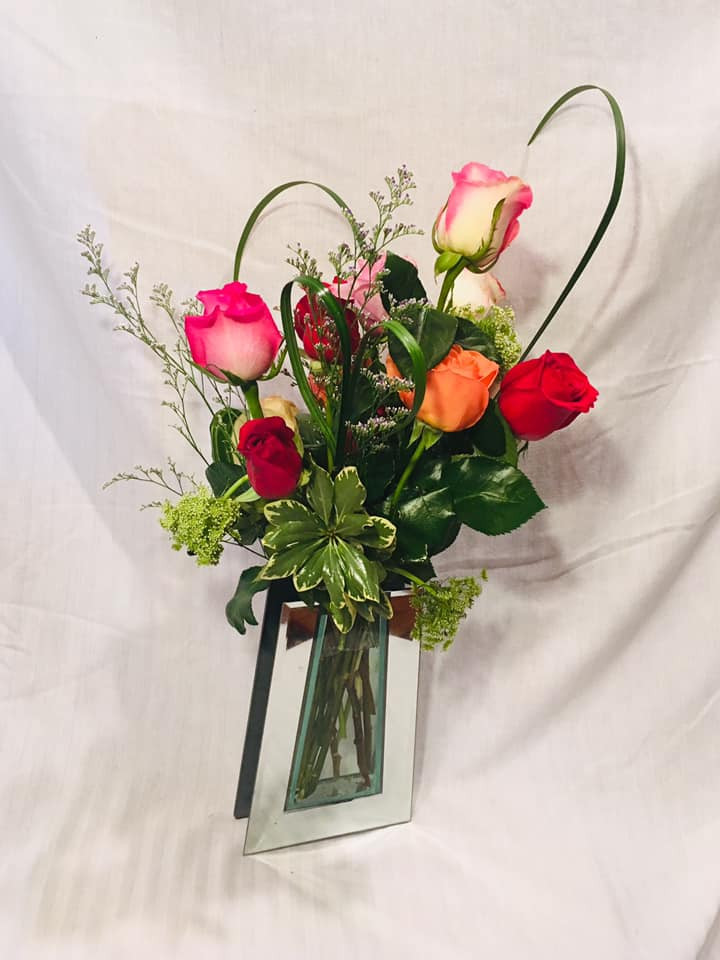 6 Rose Arrangement in Vase