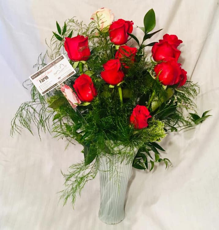 12 Rose Arrangement in Vase *SPECIAL*