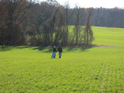 Rodrick-&-Jeanette-walking-in-Amen-Acres-field.jpg