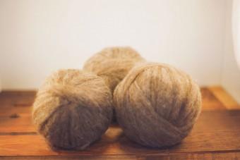 Wool Roving, Grey/Rose