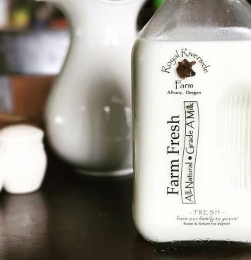 Royal Riverside Farm Whole Milk, Cream Top - Half Gallon
