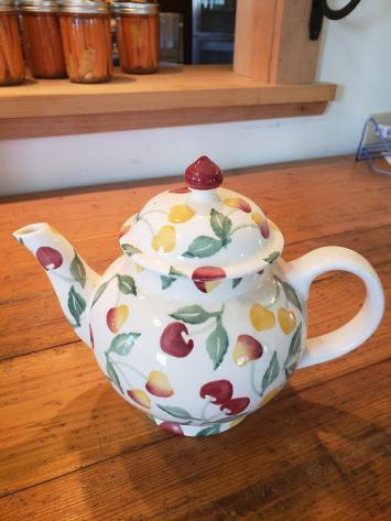 Cherries - 4-Mug Teapot