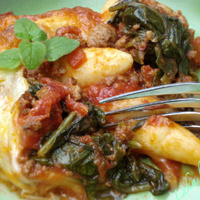 Schupfnudeln with Bolognese and spinach
