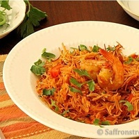 Fideua with seafood / vermicelli with shrimps – a Spanish fiesta