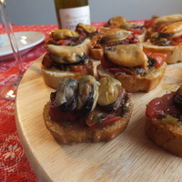 Bruschette with mussels and cherry tomatoes