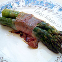 Parcels with asparagus, mozzarella and prosciutto