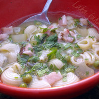 Soup with peas, bacon and pasta