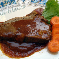 Veal with spicy peanut sauce
