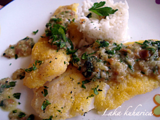 White fish fillets in parsley sauce
