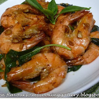 Fried Prawns with Garlic and Fresh Basil