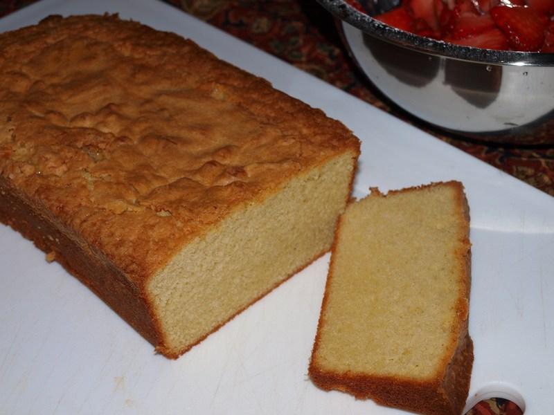 Cold Oven Sour Cream Pound Cake