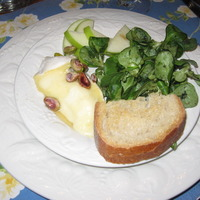 Mache with warm brie and apples