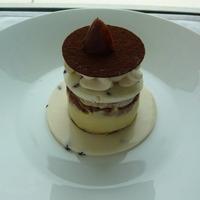 モンブランのヴァシュラン仕立てーマロンアイスとチョコレートメレンゲとマロンのエスプーマ