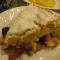 Crumbly Apple Pie with Meringue