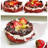 Strawberry, Mascarpone & Chocolate Cakelets ... attempted tryst with the RVC!!