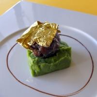 Anatra selvatica con foglie d'argento, purée di spinaci, salsa al cacao