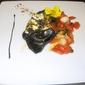 Ravioli neri al salmone con ragout di capesante pachino e pistacchi